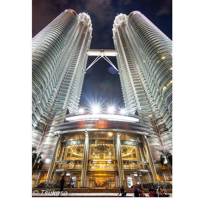 Instagram【kano_tsukasa】さんの写真をピンしています。 《Malaysia Petronas Twin Towers マレーシアペトロナスツインタワー I went to see three times because beautiful 美し過ぎて3回見に行きました飽きません Happy new year! あけましておめでとうございます I was sick in bed but I feel good now 謎の高熱で寝込んでましたが復活です I'm Mistaken arrest for Malaysia police マレーシアの警察に拘束されたり色々ありました  #Japan #japanese #instagood #写真撮ってる人と繋がりたい #写真好きな人と繋がりたい #一眼レフ #Canon #キヤノン #6D #Malaysia #マレーシア #旅行 #海外旅行 #モスク #イスラム教 #イスラム #Night #beautiful #Night_view #kl #klcc #Kuala Lumpur #夜景 #都会 #city》