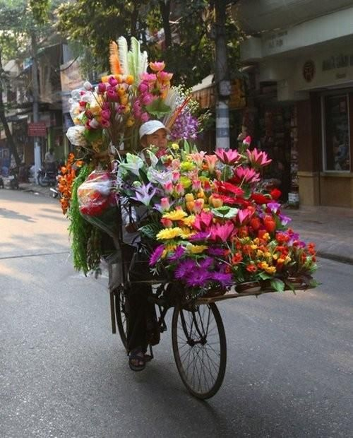 peddler ~ Maybe I could try this! I don't think I have enough balance. Flowers anyone? kf