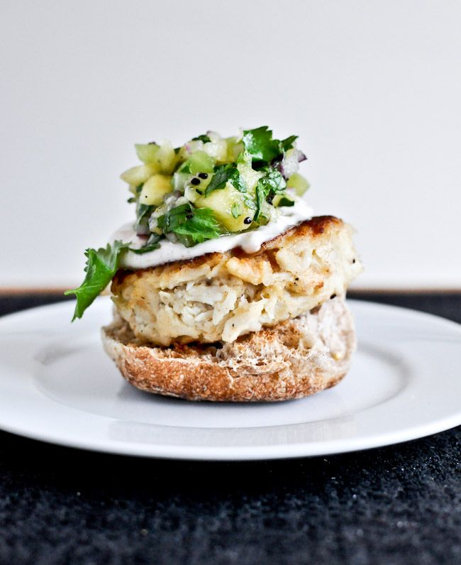 crab cake sliders + 112 different lightened up meal ideas for the new year I howsweeteats.com