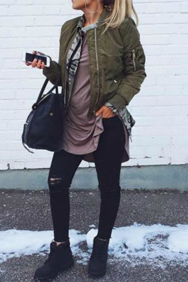 Edgy urban  fall winter outfit idea that anyone can wear teen girls or women. The ultimate fall fashion guide for high school or college. In fleet outfit with black timberlands and a green bomber jacket