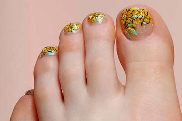Golden Flower Toe Nails - 30+ Toe Nail Designs