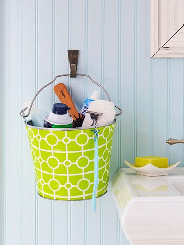 Little space, put your stuff in a hanging bucket. Great Idea Bathroom Design, Kids Bathroom, Small Bathroom, Buckets, Cute Ideas, Bathroom Storage, Bathroom Ideas, Storage Ideas, Design Bathroom
