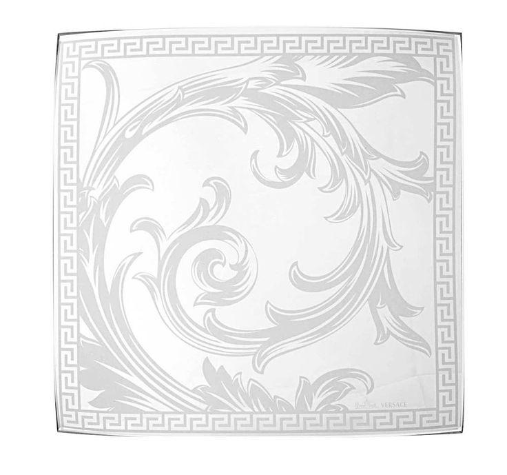 #ARABESQUE TRAY de #Versace. Bandeja en cristal diseñada por Donatella Versace. La elegancia del diseño oriental se une en armonía y refinada transparencia. Encuéntrala en http://www.fidelius.com.uy