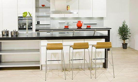 Kjøkkenøy kan være spiseplass, arbeidsplass eller avlastingsbenk.