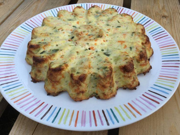 Délice au crabe Pour 6 personnes  250 gr de blancs de poireaux  1 c. à soupe d'huile d'olives  350 gr bâtonnets de crabe (surimi)  3 c. à soupe de crème fraiche épaisse  3 œufs  Sel poivre