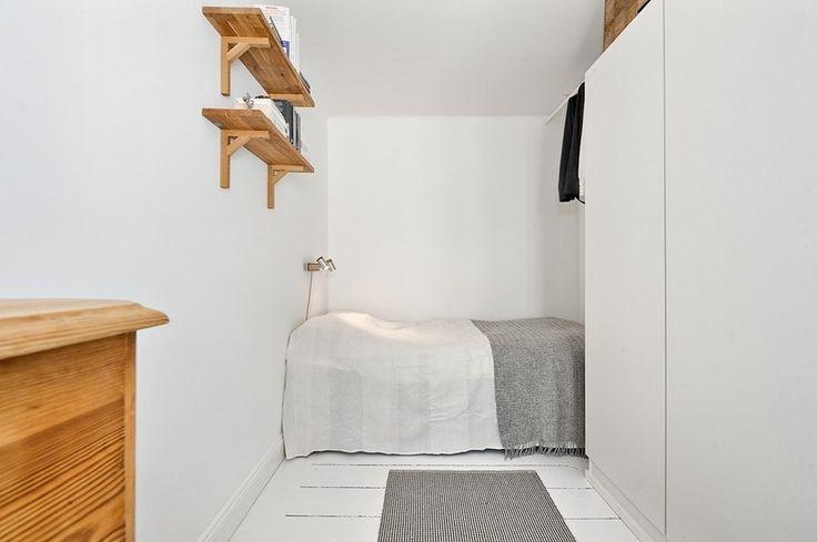 Спальня в белом цвете. Спальня в белых тонах. Бюджетная спальня. Маленькая спальня  #justhome #джастхоум #джастхоумдизайн    Just-Home.ru  ❤️❤️❤️ Бесплатный каталог дизайн проектов квартир. Более 900 практичных и бюджетных проектов. Переходите на сайт и выбирайте лучшее!  #спальня #белаяспальня #спальнявбеломцвете #маленькаяспальня #дизайнспальнойкомнаты #идеиспальнойкомнаты #интерьерспальни #спальняминимализм #бюджетныеспальни #квартира #интерьер #Современныйстиль  #Минимализм