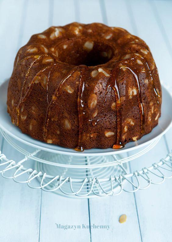 Przepis świąteczną na babkę miodową. Babka miodowa z herbatą, suszonymi jabłkami i migdałami. Świąteczne ciasto na bazie miodu i suszonych owoców.