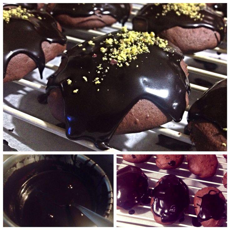 #Rame di #Napoli fase 3   Glassa appena spalmata!! Adesso ci tocca aspettare domani per poterle mangiare ed offrirle   Le trovate su www.ricettelastminute.com/ricette/78-dolci/168-rame-di-napoli  #ricetta #dolce #ognissanti #halloween #love #food #recipe #biscotti #italia #italy #sicilia #sicily #catania