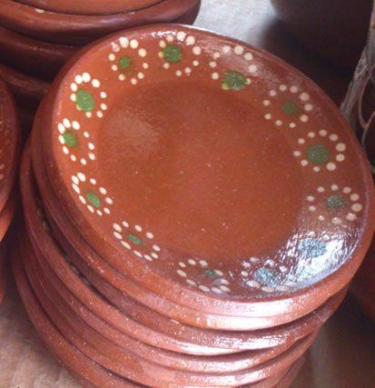 Plato pastelero - Clay plates. Platos de barro chicos para servir pastel o pequeñas guarniciones de comida. Visitanos en www.ArtesaniasDeTonala.com