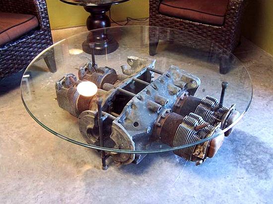 Engine Block Coffee Table -โต๊ะรุปทรงกลม เหมาะสำหรับเสื้อสูบนอน(ไม่แน่ใจว่าคือเสื้ออะไร) -การไม่ทำสีหรือทำสีให้น้อยที่สุด ช่วยทำให้โต๊ะดูดิบสวยแบบเดิมๆ