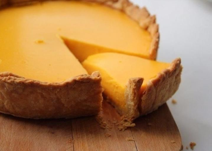Из тыквыможно приготовить полезнейшие блюда. Мы предлагаемрецепт нежного пирога с этим продуктом.