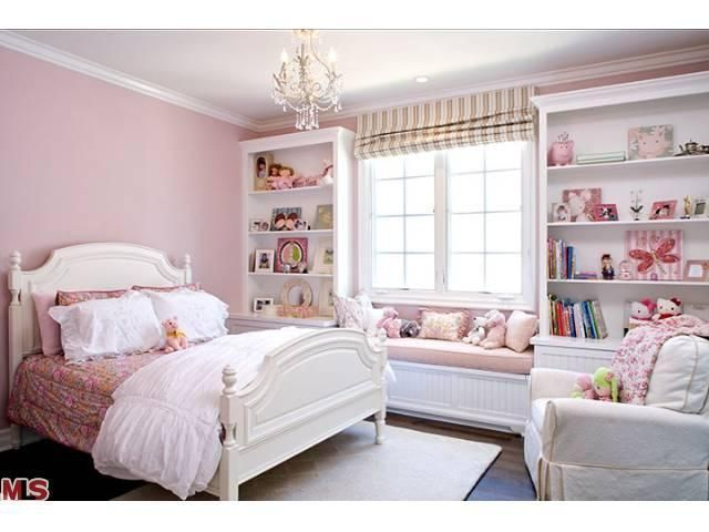 Although this is pink, the built-ins are beautiful, the roman shade going to the ceiling is a really good look. imagine that the walls were grey.   12-613817_9_0.jpg (640×480)
