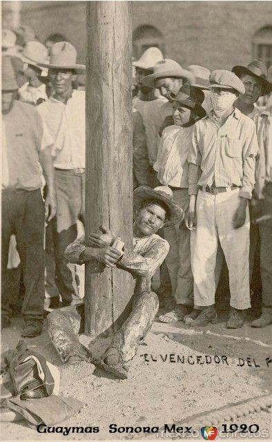 Ganador del juego de palo ensebado. Guaymas, Sonora (ca. 1920)..