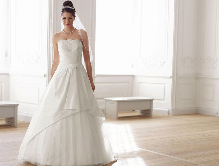 23 best wedding dresses images on Pinterest | Wedding frocks ...