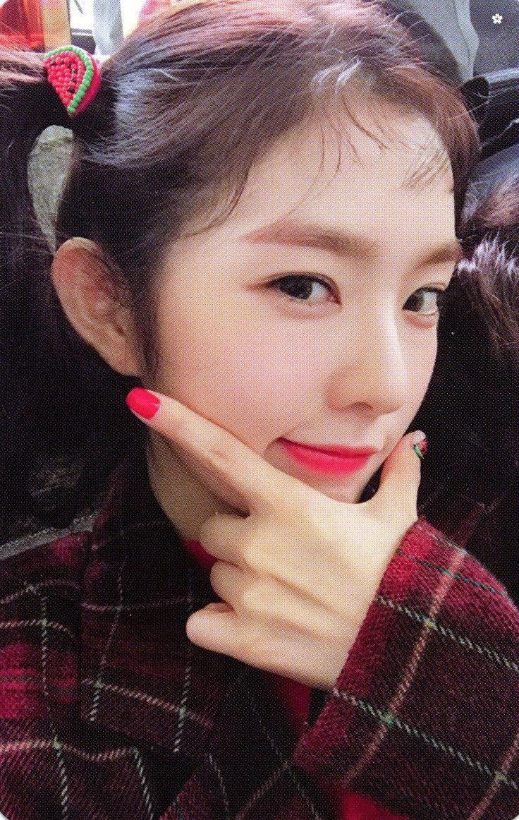 "[SCAN] IRENE (아이린) of Red Velvet (레드벨벳) — ""The Red Summer"" Photocard.    © 슬기한테 인생 저당잡힌 사람 (@ATMforRV) on Twitter."