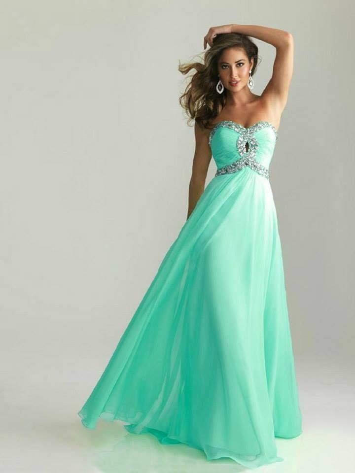 Vestido largo color verde agua con escote brillante