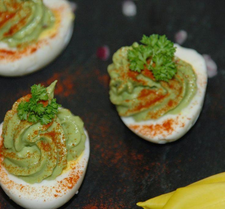 Egg fylt med avocado - http://www.mytaste.no/o/egg-fylt-med-avocado-50106228.html