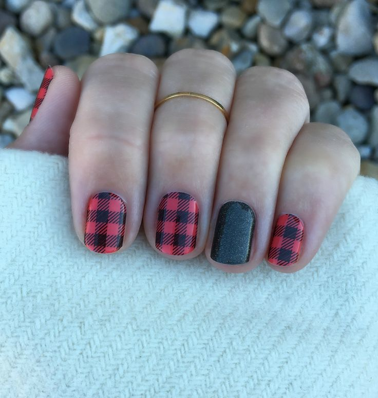 Plaid and flannel are in, and this wrap is both! This is Friday Flannel with Tungsten Sparkle as an accent nail! Katieaelizondo.jamberry.com