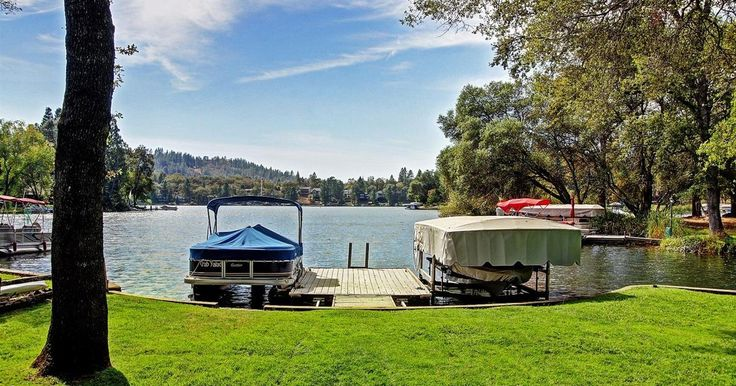 This is one of those unique Lakefront homes that doesn't come up for sale often, flat lot beautiful lake views gorgeous yard with oak trees for the shade in the summer with it's own dock and boat lift with cover so you can be water skiing in seconds. Single level living with 2 bonus rooms and...