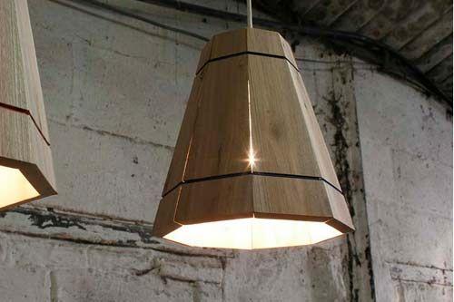 Lampadario moderno fatto a mano, riciclando vecchi pallet in legno