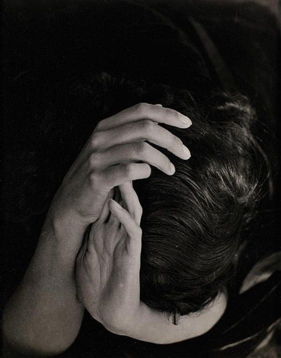 Wols (Alfred Otto Wolfgang Schulze). Sabine Hettner head in hands  1935