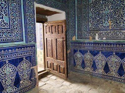 Interiores de un antiguo palacio en Khiva