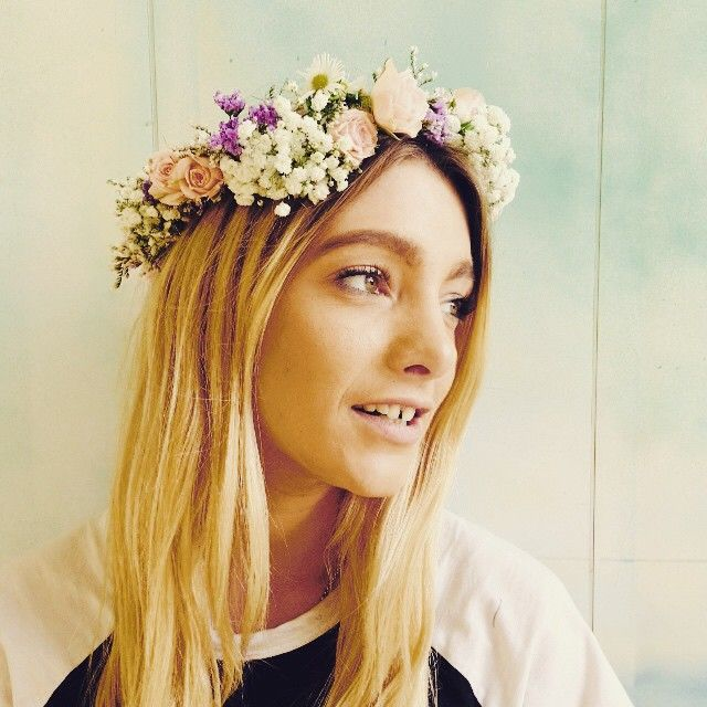 It's a flower crown kind of Friday. Stay cool today Friends...reserve your energy for the weekend x #howbeautifulisourtash #alltheprettythings #flowercrown #moxomandwhitney