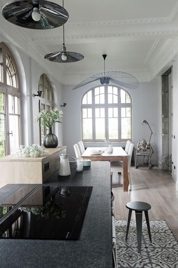 La lumière entre paisiblement dans la salle à manger. Plus de photos sur Côté Maison http://petitlien.fr/7da8
