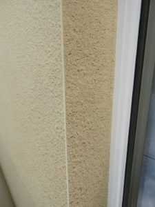 close up image showing monocouche coloured render finish