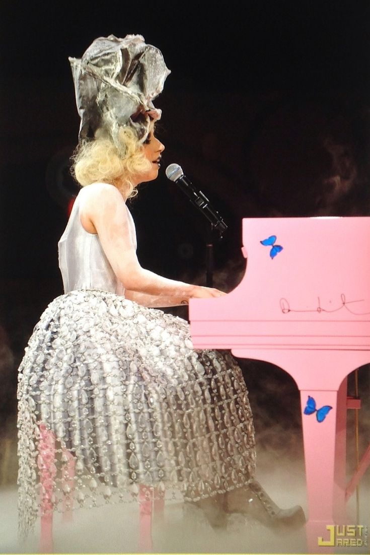 #Lady #Gaga performance with #PINK piano. She has, as usual, a stunning fashion forward Avant grade #vision. She 's well known for her #headpieces too. She's multi-talented, creative, highly intelligent. She inspires me to be #kind to all. #Bullies are one of her personal ambitions for the who are bullied. She co-founded with her Mom, Cynthia, the #BTW #foundation & easily accessible on internet for awesome advice #contact on worldly platform.  <btwf.org>
