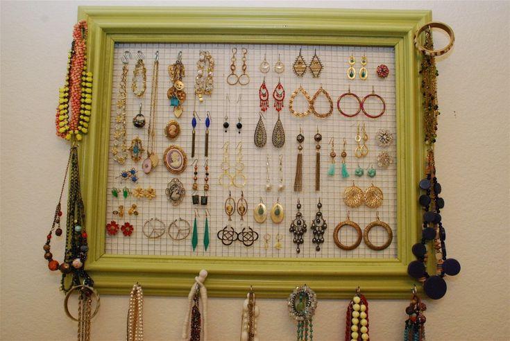 Už Vás nebaví neustále prehrabávanie a hľadanie keď potrebujete nejaký šperk? Urobte si organizér na šperky a bude po probléme!