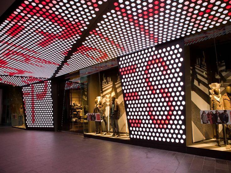 Esprit Frankfurt Shop Design Ladenflchen LED Fassade Corneille Uedingslohmann Architekten