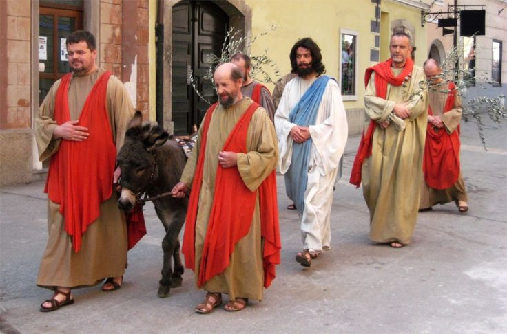 Škofjeloški pasijon-The Škofja Loka Passion play (Processio Locopolitana), is the first dramatic text in the Slovenian language, and was written by Capuchin Romuald Marušič. What used to be just a procession has now become a true spectacle, with over 600 participants.