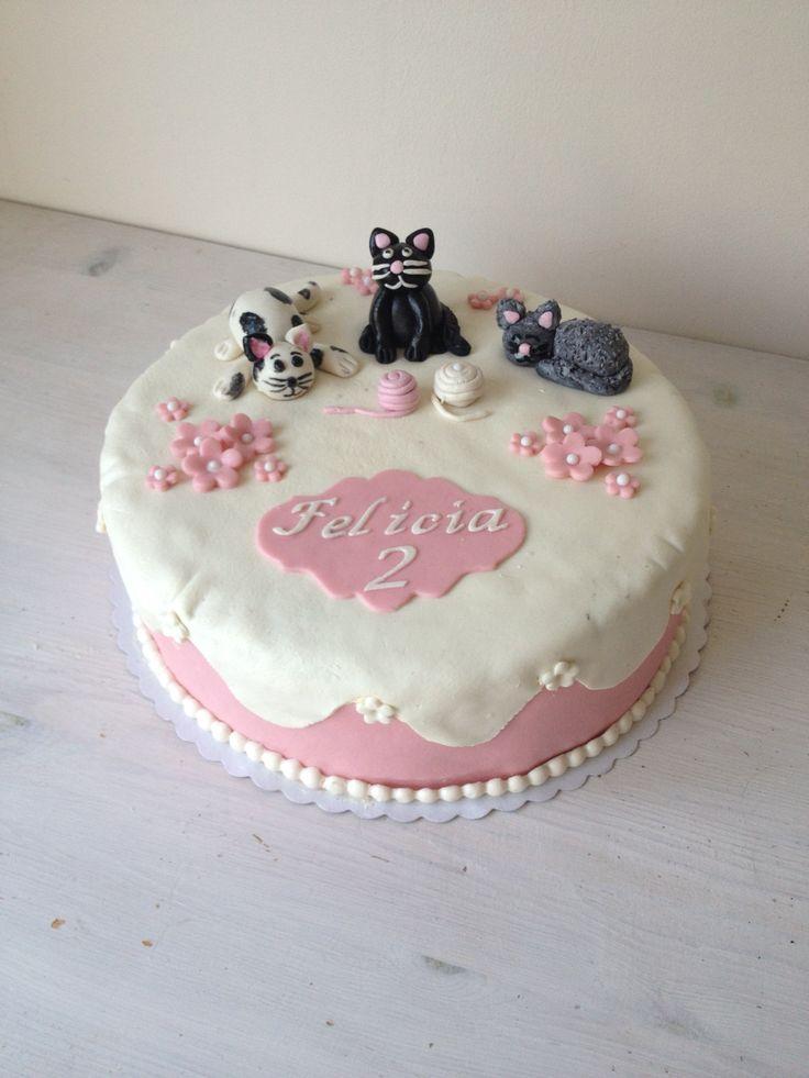 Min dotters 2 års tårta hon älskar katter