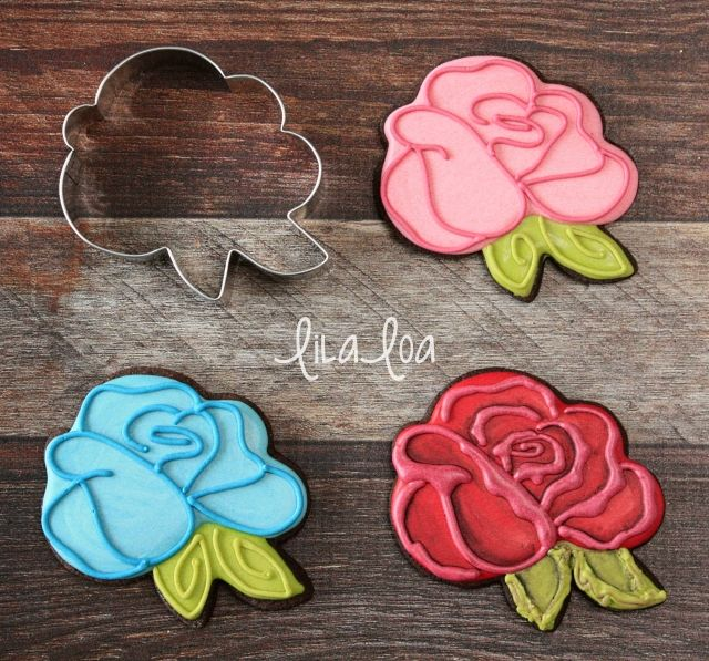 How to Make Decorated Rose Sugar Cookies -- Tutorial
