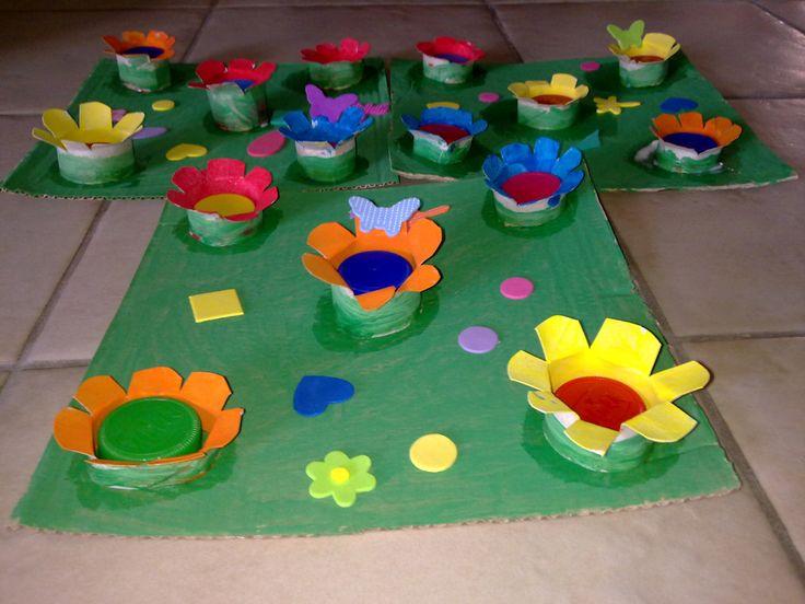 Giardino fiorito con rotoli di carta igienica e tappi di for Alberelli da giardino fioriti