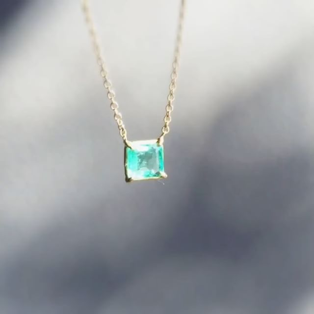 A touch of green. Rosanne Pugliese's mini emerald gem pendant. #rosannepugliese #emerald #18k #jewellery #fnejewelery #lovegold #futureheirlooms #augustla