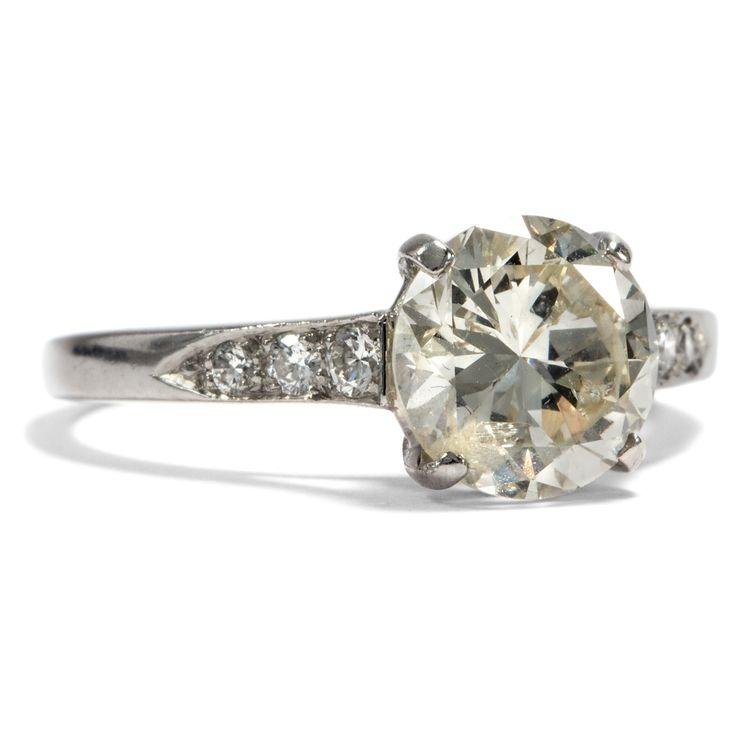 All the pretty things - Antiker 1,88ct Diamant-Solitär in einem eleganten Platinring, um 1950 von Hofer Antikschmuck aus Berlin // #hoferantikschmuck #antik #schmuck #antique #jewellery #jewelry // www.hofer-antikschmuck.de