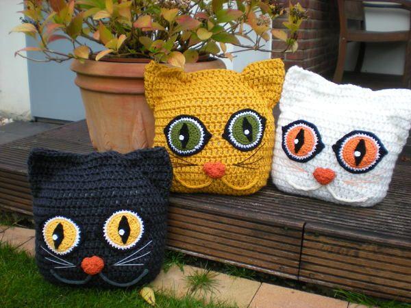 Diese Stubentiger machen es sich gerne überall gemütllich. Sie kuscheln mit dir auf dem Sofa, schlafen gerne mit Dir im Bett. Sonnen sich im Garten, faulenzen auf der Gartenliege und knuddeln gerne mit jedem und überall. Es ist ein tolles Geschenk für