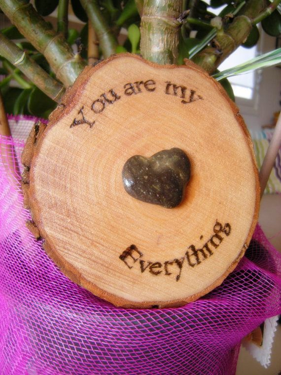 Love message with heart shape stone on Wood di LaDolceAria su Etsy