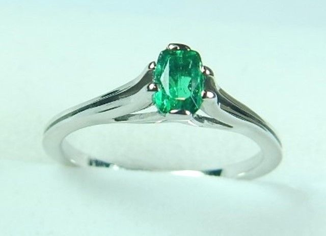Colombian Emerald Oval Shape Engagement Ring .32 CtS 18K White Gold Size 6 US #CiCeRi #Solitaire #Engagement