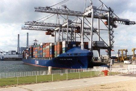 A l'import ou à l'export : une obligation, remplir le document administratif unique (DAU)