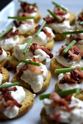 Crostinisnittar med västerbottenröra & bacon