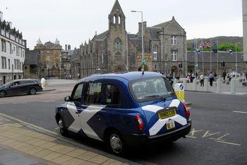 Для того, чтобы скрыться с места преступления, грабитель банка воспользовался услугами... такси.