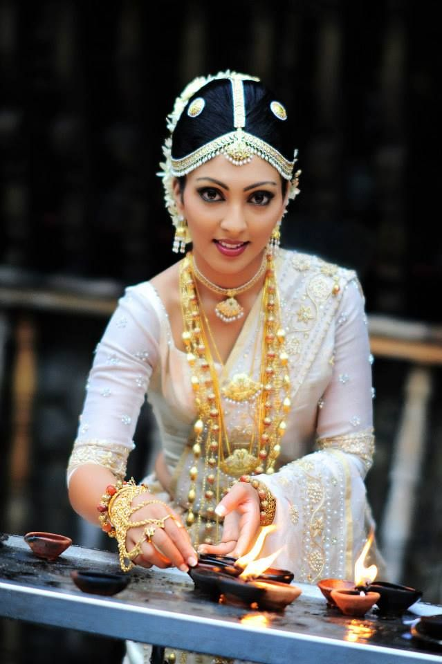 Traditional Sri Lankan Bride #sinhalese #jewellery layered - By Manik Hulangamuva.