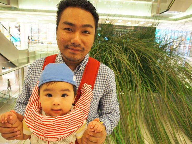 Joshua happy holiday with His papa and mama : )