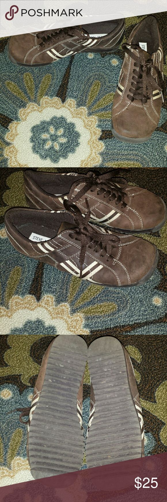 Steve Madden Brown Leather Sneakers, Size 6 Great condition very comfortable Steve Madden Brown with cream stitching  leather sneakers. Size 6. Steve Madden Shoes Sneakers