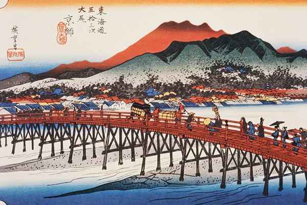 After covering some five hundred kilometres on foot, a procession makes its way across the Sanjo-Ohashi bridge to Kyoto. The style of dress of the characters typifies the customs of the old capital, which were a recurring theme in Hiroshige's work. Beyond the bridge, the outline of Mount Higashiyama, on the eastern edge of the Kyoto Basin, superimposes itself clearly on the skyline.