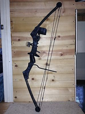 Browning Compound Bow Has Arrow Rest And Adjustable Sight 30-50lb Draw Weight