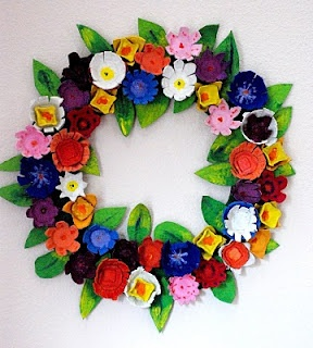 Spring Wreath, egg carton flowers -- finally an egg carton craft I could live with :-) I could do this!